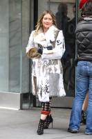 hilary-duff-filming-younger-in-nyc-32718-3.jpg