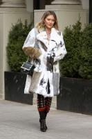 hilary-duff-filming-younger-in-nyc-32718-26.jpg