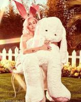 4ab3c0bc00000578-5563235-she_s_a_stunner_miley_also_posed_with_a_giant_stuffed_b.jpg
