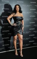 rihanna-wears-black-leather-launching-her-beauty-line-in-milan-4518-16.jpg