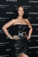 rihanna-wears-black-leather-launching-her-beauty-line-in-milan-4518-18.jpg