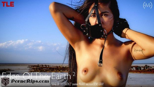 thelifeerotic-18-04-13-maarit-edge-of-the-earth-2.jpg