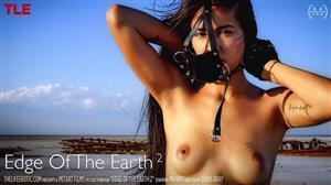 thelifeerotic-18-04-13-maarit-edge-of-the-earth-2.jpg