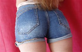 dateslam-18-03-26-elle-rose-hunting-for-sex-dates-online.jpg