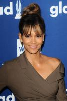 halle-berry-29th-annual-glaad-media-awards-in-beverly-hills-41218-8.jpg