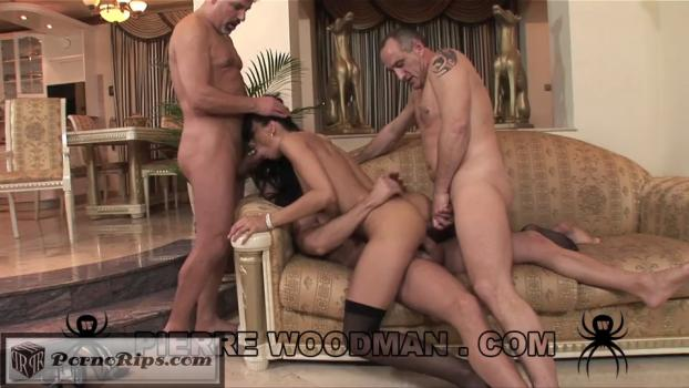 suzie-diamond-hard-livingroom-3-3456-540p_full_mp4_00_27_19_00020.jpg