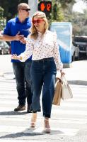 reese-witherspoon-on-her-way-to-some-business-meetings-in-la-42318-1.jpg