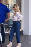 reese-witherspoon-on-her-way-to-some-business-meetings-in-la-42318-21.jpg