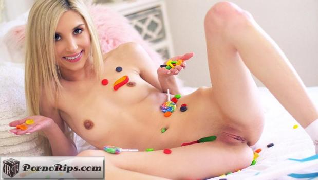 tiny4k-18-04-26-piper-perri-licking-huge-lollipops.jpg