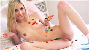 tiny4k-18-04-26-piper-perri-licking-huge-lollipops.jpg