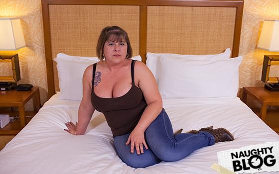 Mom POV - All natural thick Milf
