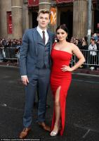 66795930_4a6b1dba00000578-5530141-supportive_modern_family_s_ariel_winter_served.jpg
