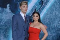 66795949_ariel-winter-supports-levi-meaden-at-pacific-rim-uprising-premiere.jpg